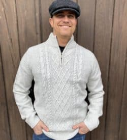 Irish Style Sweater. Half Zip, color natural.